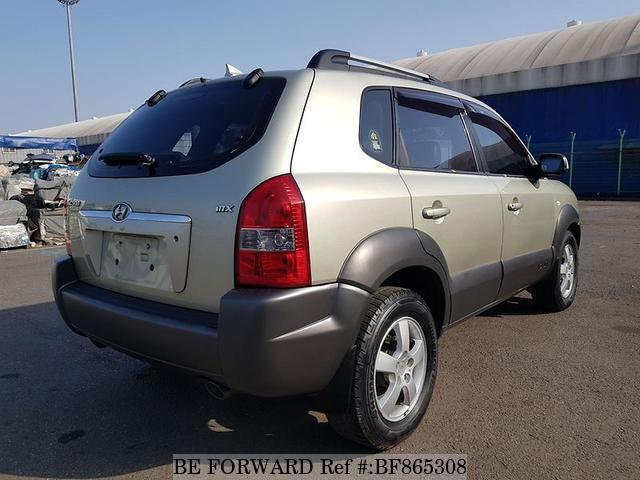 The rear of a used 2004 Hyundai Tucson from online used car exporter BE FORWARD.