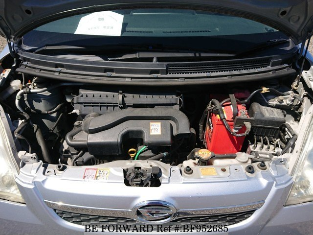 The engine of a used 2007 Daihatsu Mira from online used car exporter BE FORWARD.