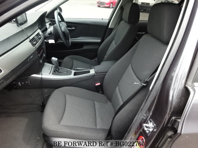 The interior of a used 2006 BMW 3 Series from online used car exporter BE FORWARD.