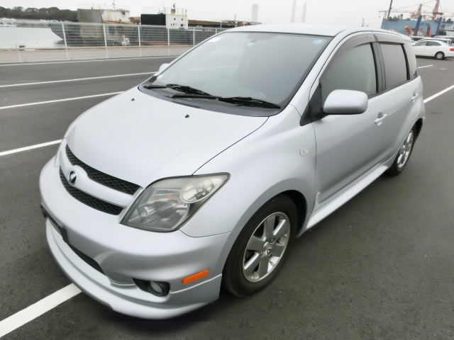 2005 Toyota Ist